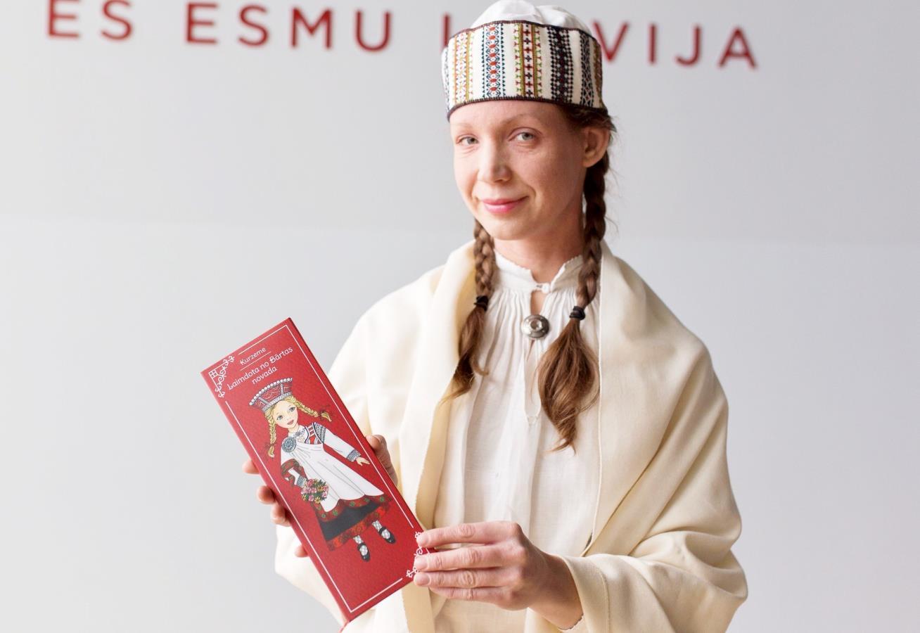 Latvian Paper Dolls